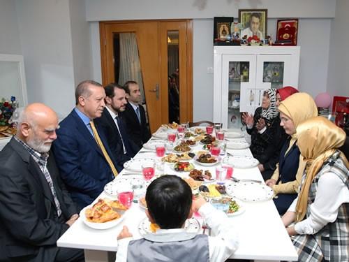 Cumhurbaşkanı Erdoğan Şehit Ailesiyle İftar Yaptı