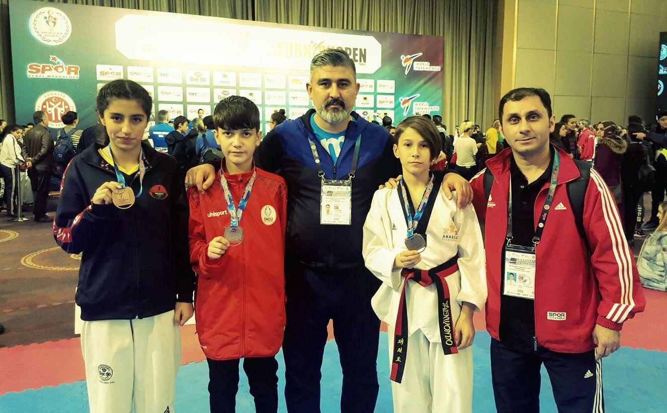 Öncü Gençlik Spor Avrupa Taekwondo Şampiyonasın da Madalyalarla evine döndü