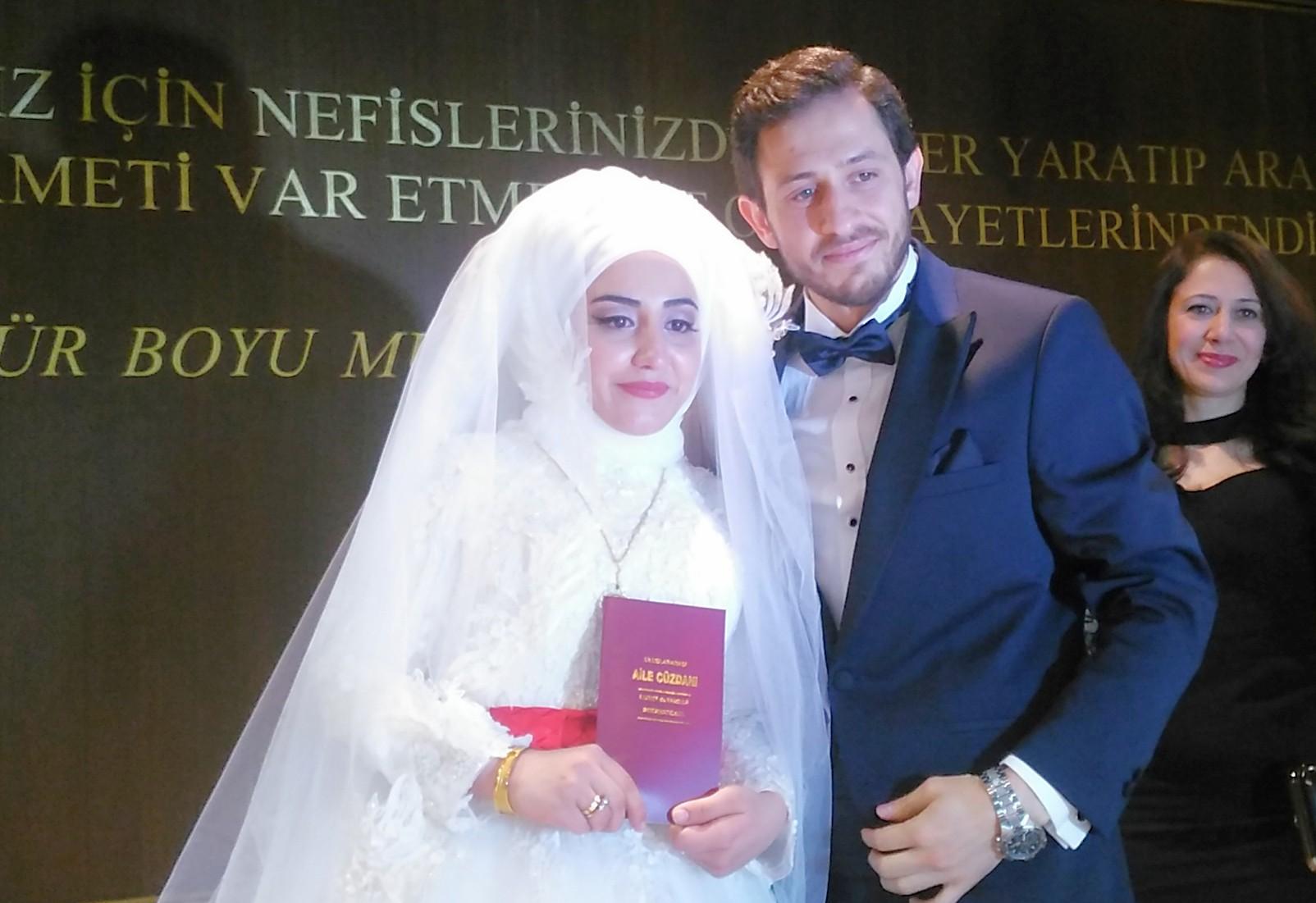 İçimizden biri Uğur Şahin hayatını Ebru Gözel ile birleştirerek Dünya evine girdi