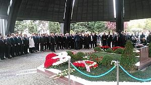 Turgut Özal 25. ölüm yıldönümünde bir kez daha yad edildi