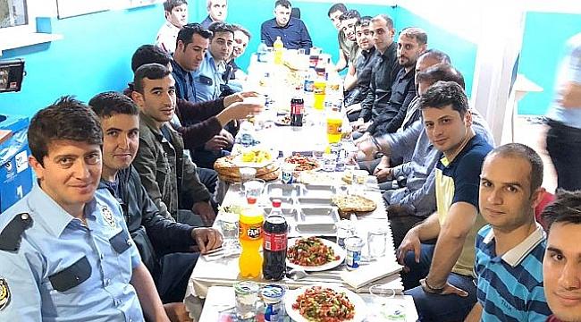 Sinan Çamuroğlu mesai arkadaşlarının iftar bereket sofrasını paylaştı