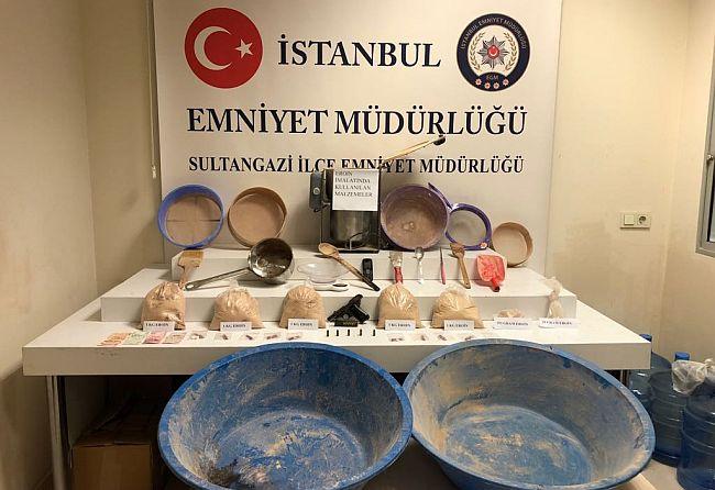İstanbul'un Göbeğinde Uyuşturucu İmalathanesi Açan Çete Çökertildi