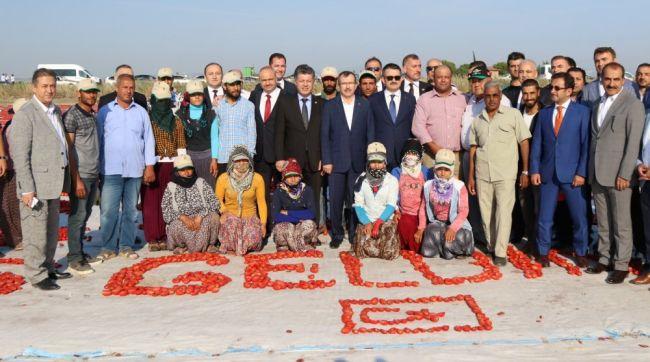 Tarım ve Orman Bakanı Akhisar'da Tarım İşçileri ile Buluştu