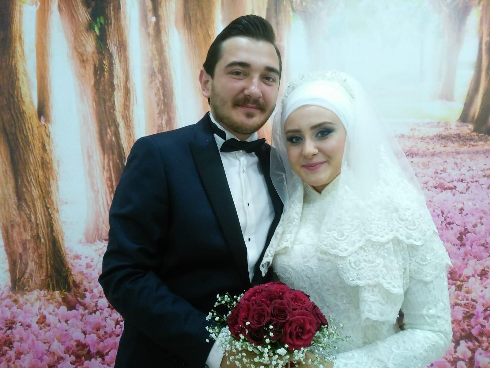 Meltem ve Mustafa Tuğral çifti Dünya evine dostlarının şahitlikleriyle girdiler