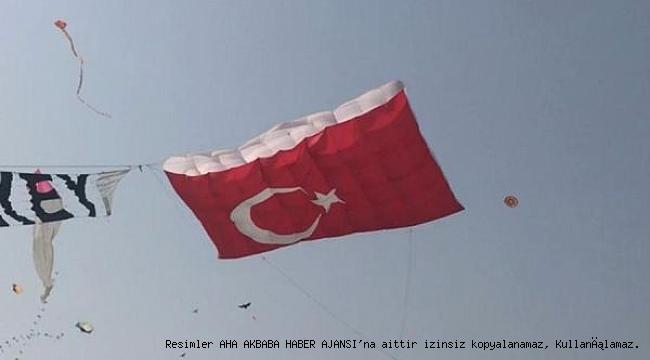 Türk Bayrağı Uçurtma Hindistan Semalarında