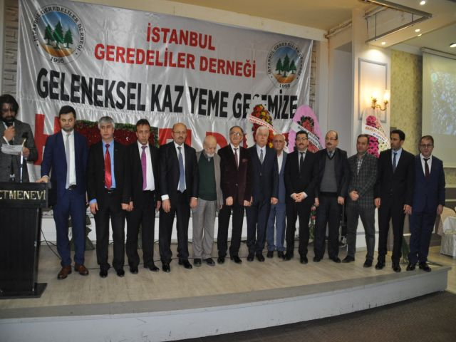 İstanbul Geredeliler Kaz yeme gecesinde Bizde Varız diyerek gövde gösterisi yaptılar