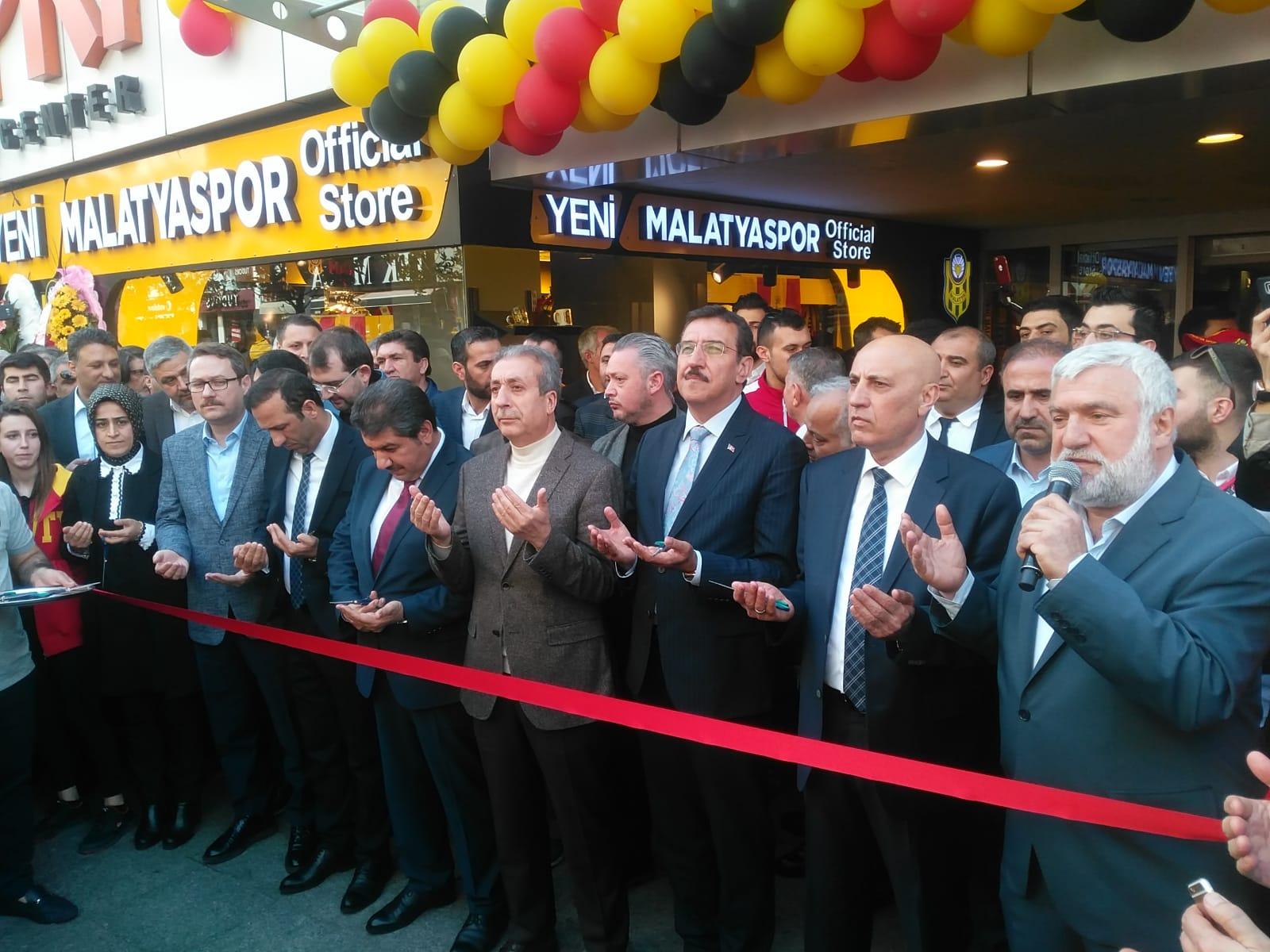 Yeni Malatyaspor store mağazası dualarla Esenler'de açıldı
