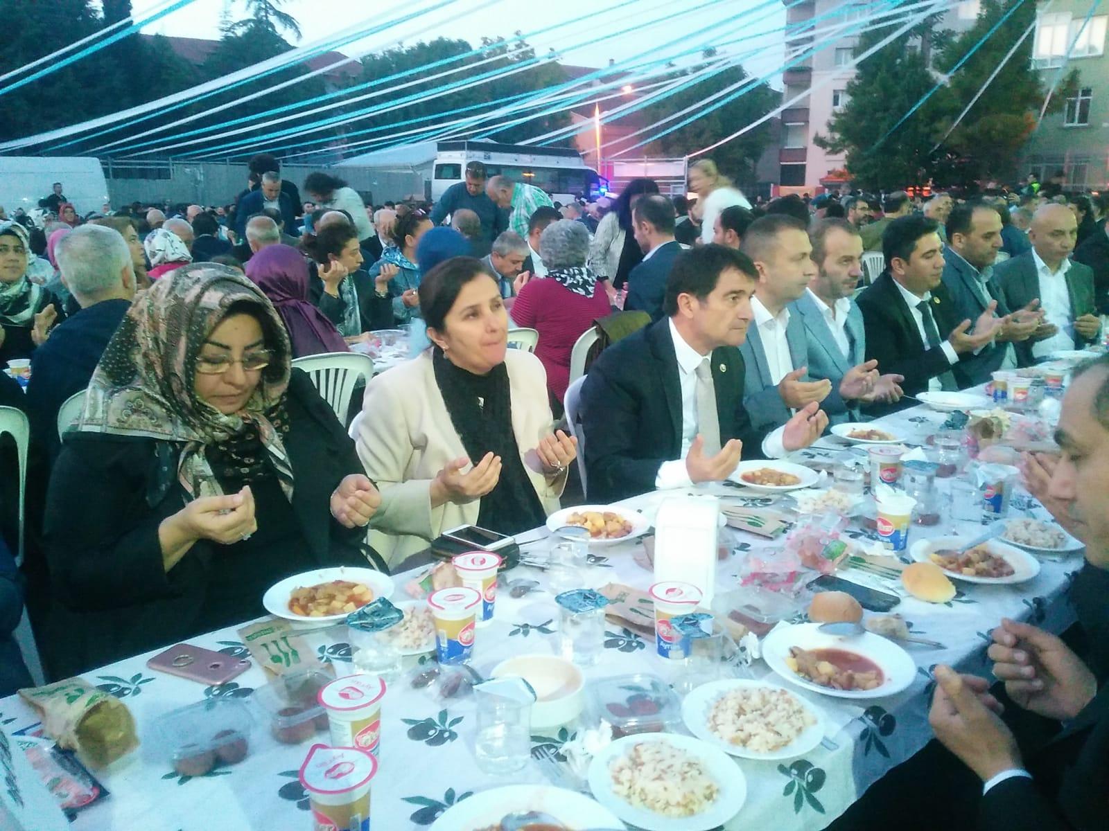 Bakırköy İmam hatipliler iftar bereket sofrasında gönülleri ağırladı