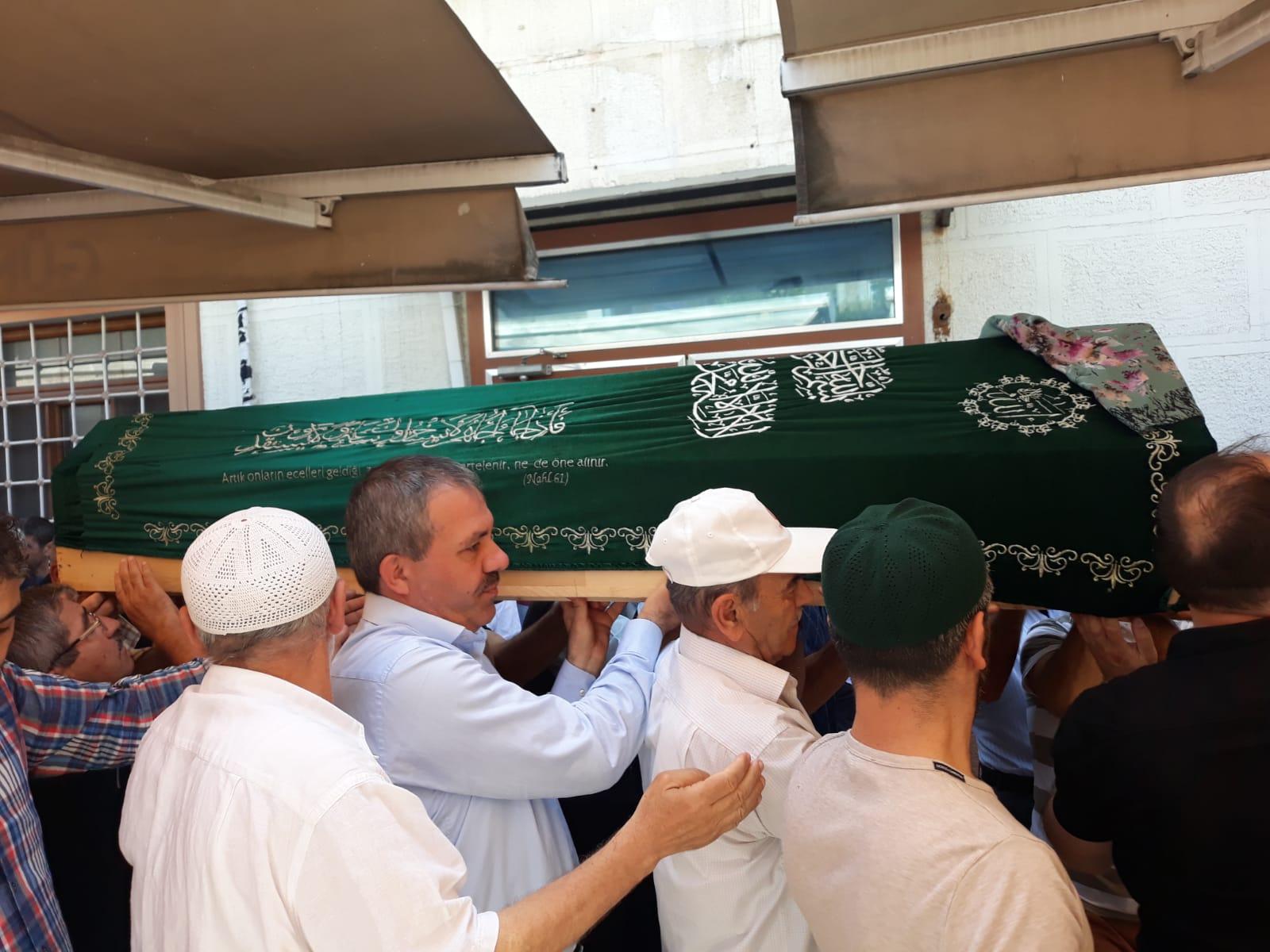 Emine Şahin dualarla omuzlarda ebedi yolculuğuna uğurlandı