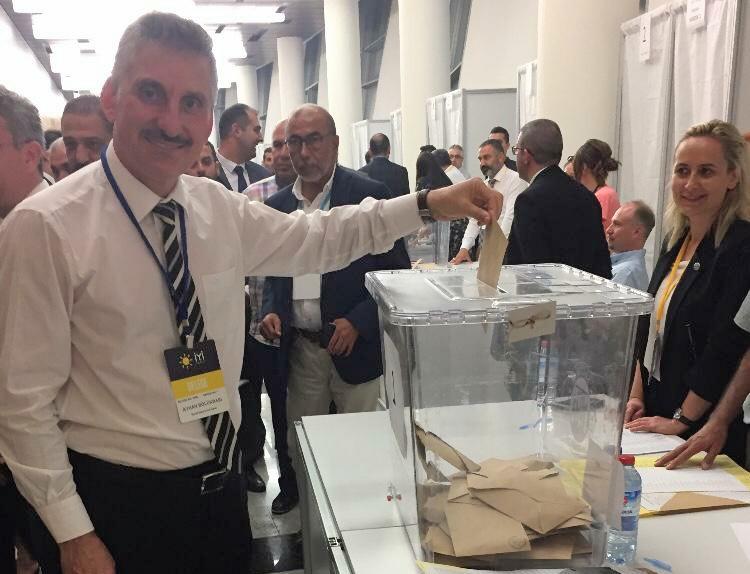 İyi parti delegeleri Ayhan Bölükbaşı'na açık çek verdi