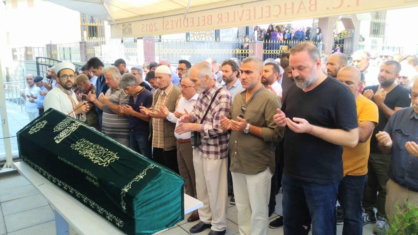 Ahmet Ertuğrul Aykul sevenlerini gözyaşlı geride bırakarak hakka yürüdü