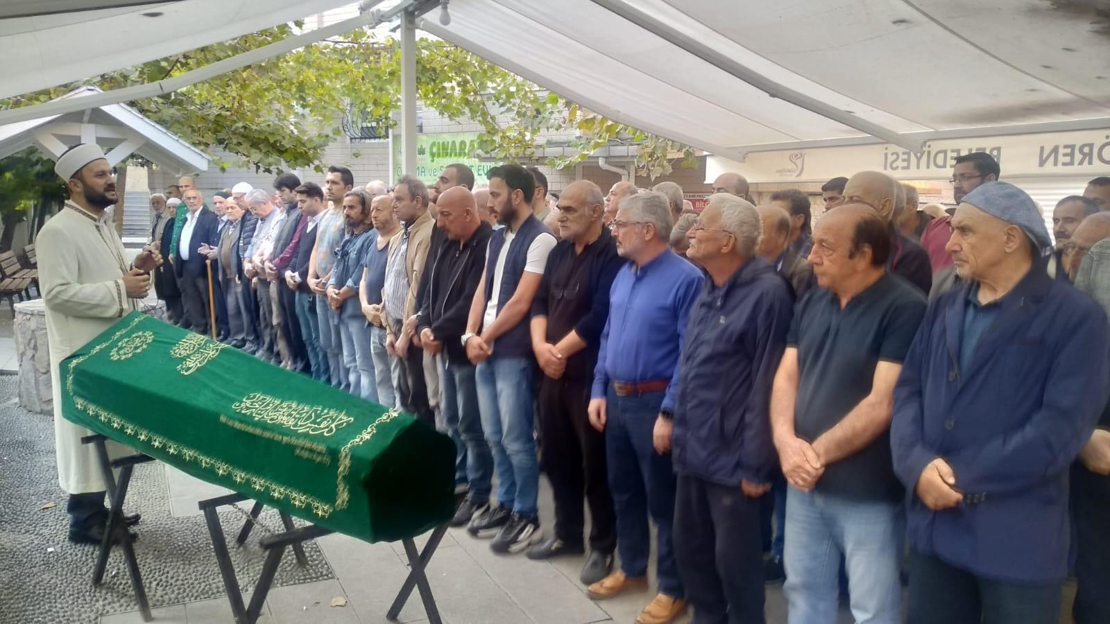 Temel Karamahmutoğlu'nun sevenleri son yolculuğunda onu yalnız bırakmadı