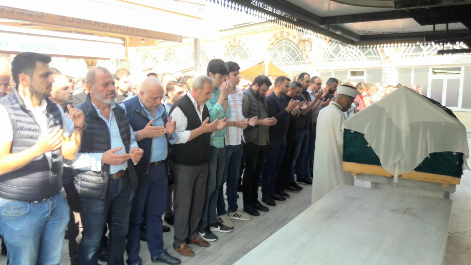 Zinnur Çavuşoğlu dua ve göz yaşlarıyla ebediyete uğurlandı