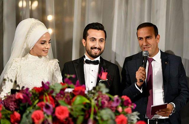 Dilara ve Burak Çakır çiftinin mutluluğuna Adil Gevrek şahitlik etti