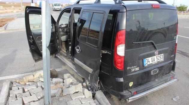 Kahta'da Otomobil İle Hafif Ticari Araç Çarpıştı: 6 Yaralı