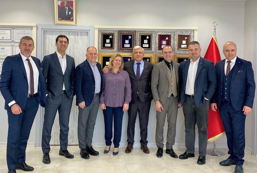 AXA Sigorta Ailesi Can-Atar Sigorta' yı yeni yerinde ziyaret etti.