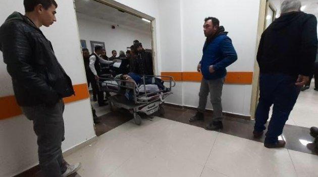 Kahta'da İşçileri Taşıyan Minibüs Devrildi: 15 Yaralı