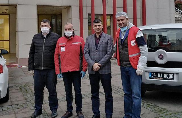 Güngören Kızılayı 400 koli, iş adamı 100 koli ile Güngören Sosyal Vefa Destek grubuyla vatandaşın yanında