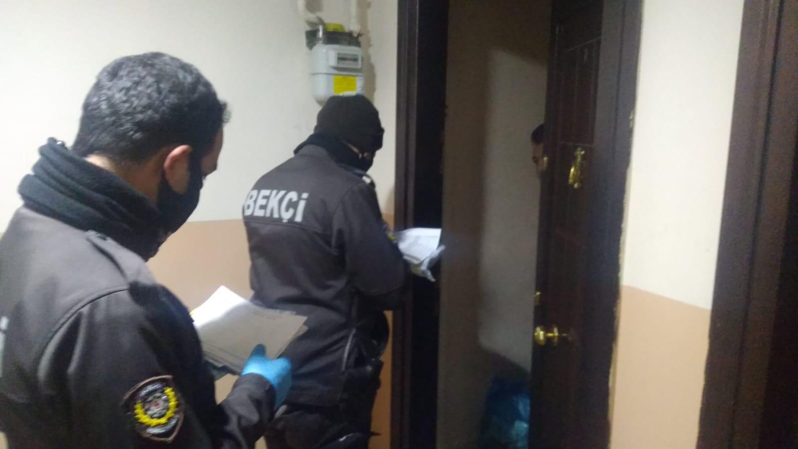 Gece Kartalları ihtiyaç sahiplerinin maaşlarını kapısında teslim ediyor
