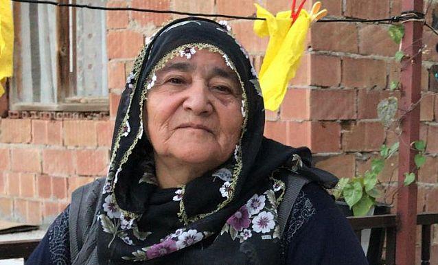 İskender Yılmaz annesi Emine Yılmaz'ı dualarla hakka uğurladı