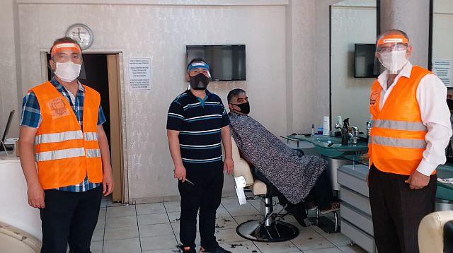 MESİMDER Projesi olan Siper  Maskeleri esnaflara dağıttı
