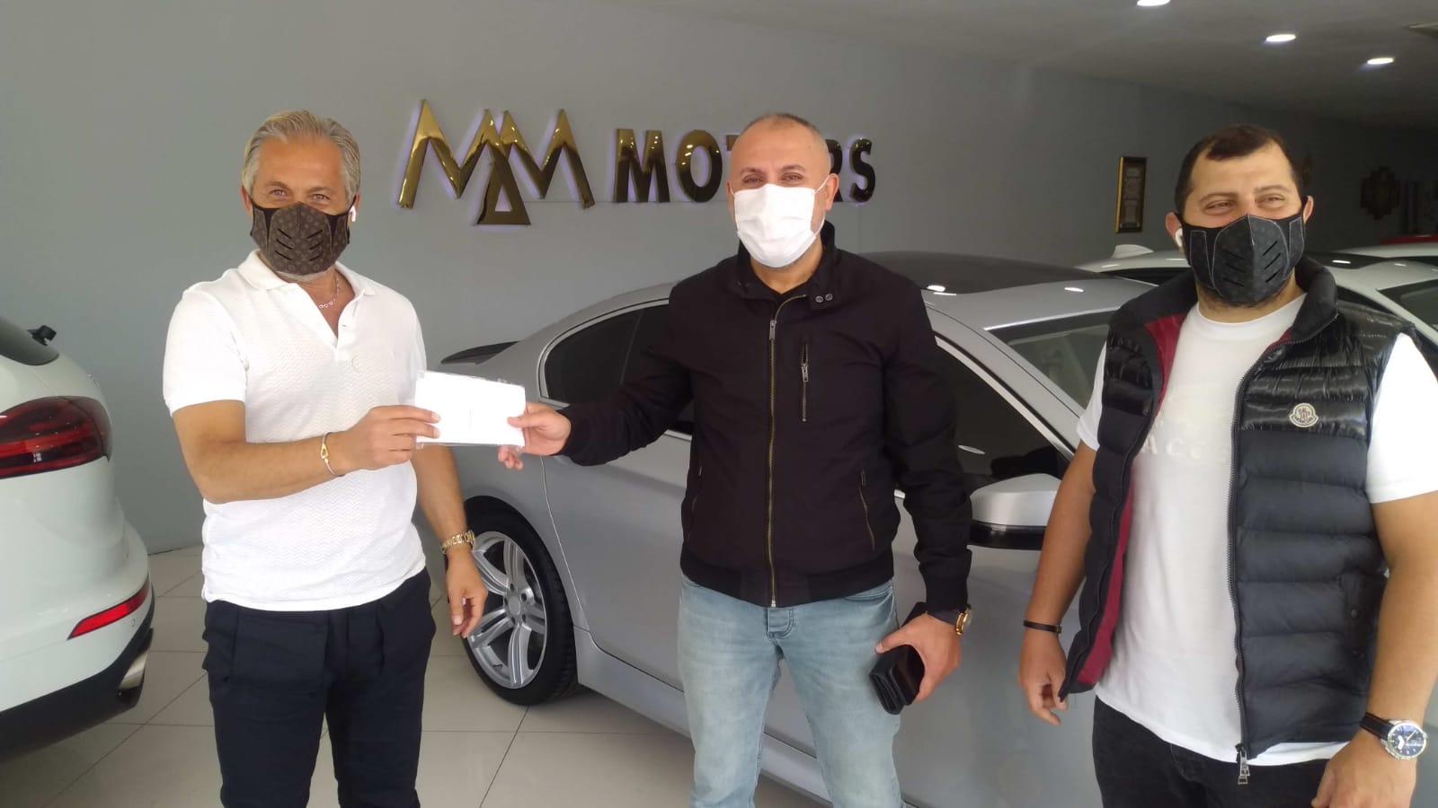 Mm motors müşterilerine maske dağıtıyor