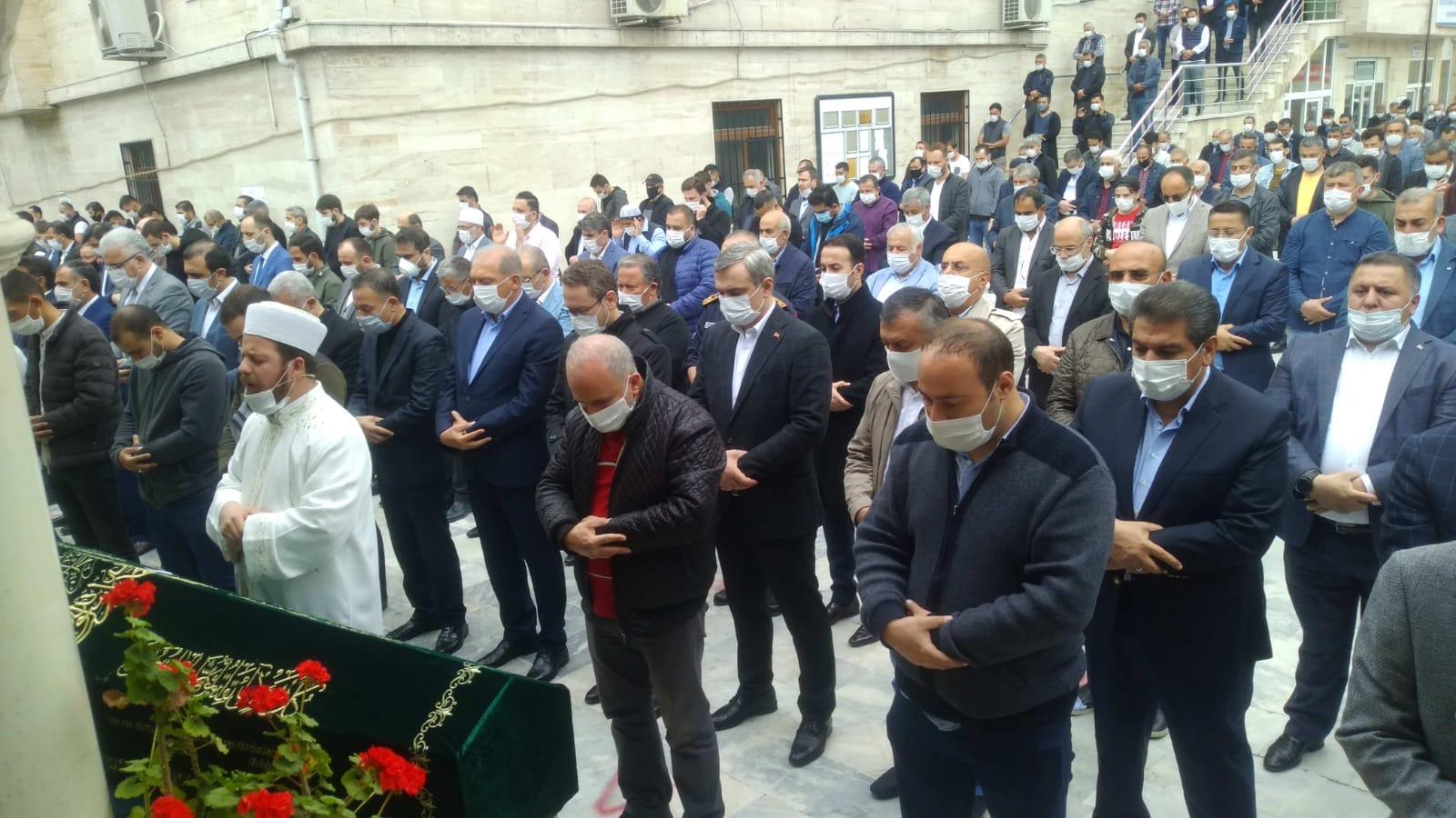 Yasin Kartoğlu, abisi Niyazi Kartoğlu'nu dualarla ebediyete uğurladı