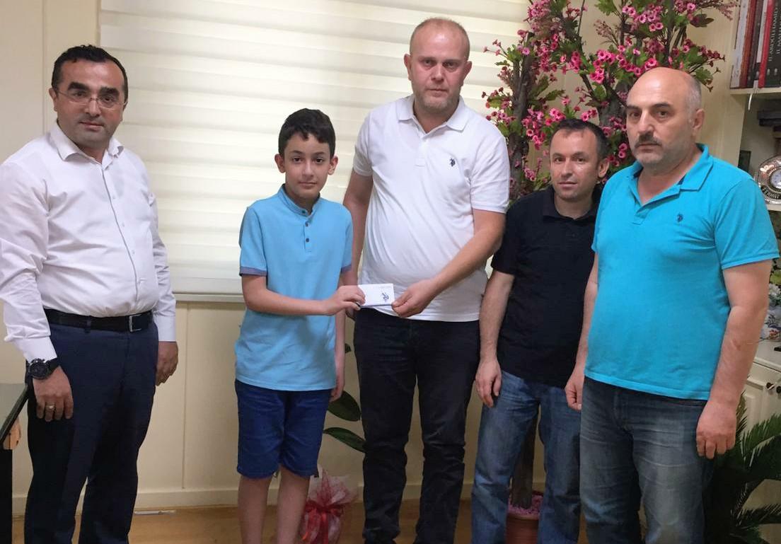 Güngören'in fırıncıları Türkiye LGS şampiyonu Eren Seğmen'e sahip çıktı