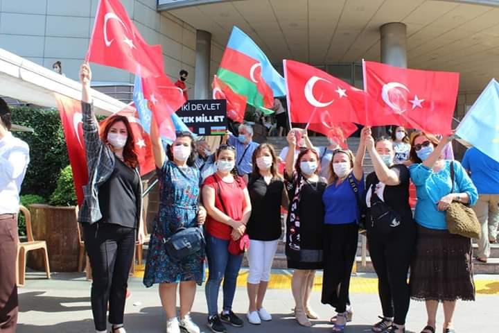 İyi parti vatan şehitleri ile Azerbaycan şehitlerni dualarla andı,  lokma dağıttı