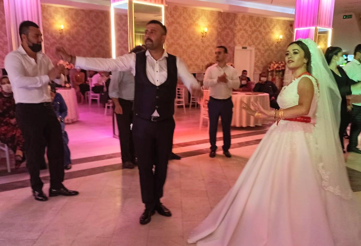 Nur ve Ahmet Karaca'nın mutluluğuna dostları şahit oldu