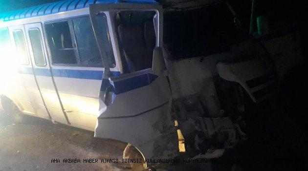 Manisa'da servis münübüsü çarpıştı, 12 yaralı