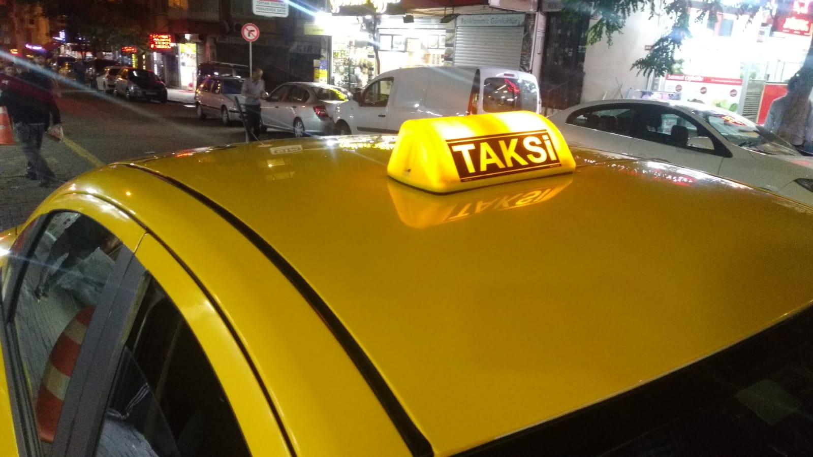 Taksici müşterileriyle sigara yüzünden  tartıştı, kanlar içinde kaldı