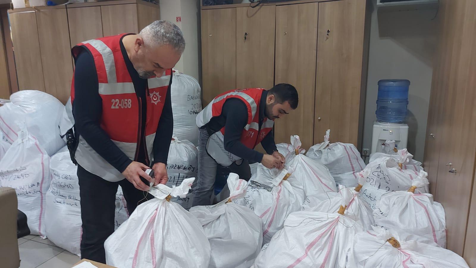 Güngören'de emitasyon tekstil ürünlerine Geçit Yok, 3 kişi gözaltı