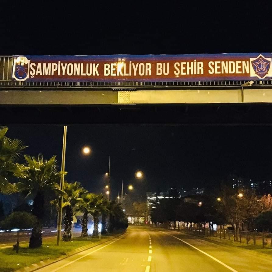 Taraftarlardan Trabzonspor'a Destek Pankartı