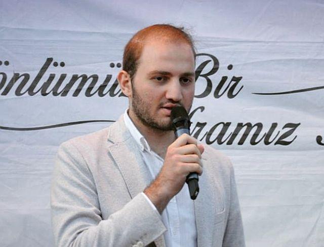 Mehmet Emin Aşıkkutlu İstanbul Ak Gençlik kadrosunda Osman Tomakin'le yol arkadaşı oldu.