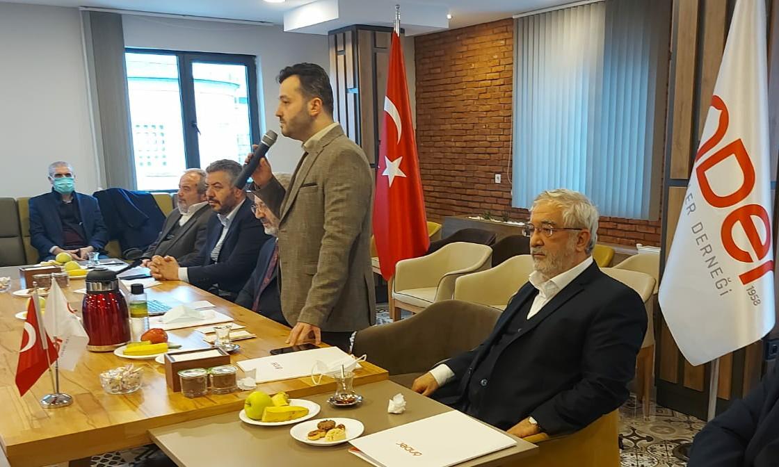 Önder İmam Hatip Bayrağı Kamber Çal'dan , Abdullah Ceylan'a teslim ediliyor
