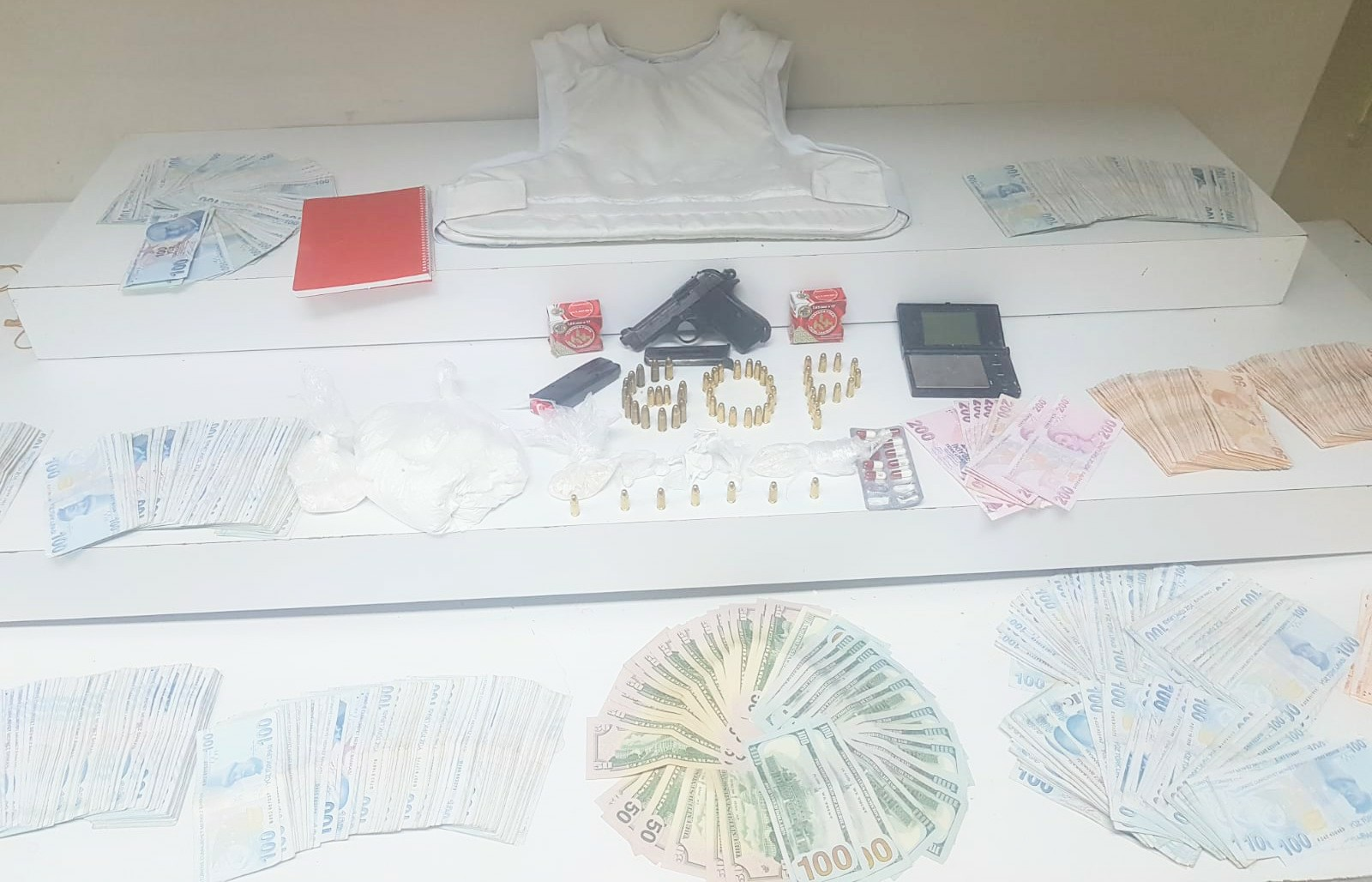 Uyuşturucu deposu ve para kasası patlatıldı, 5 kişi kodesi boyladı