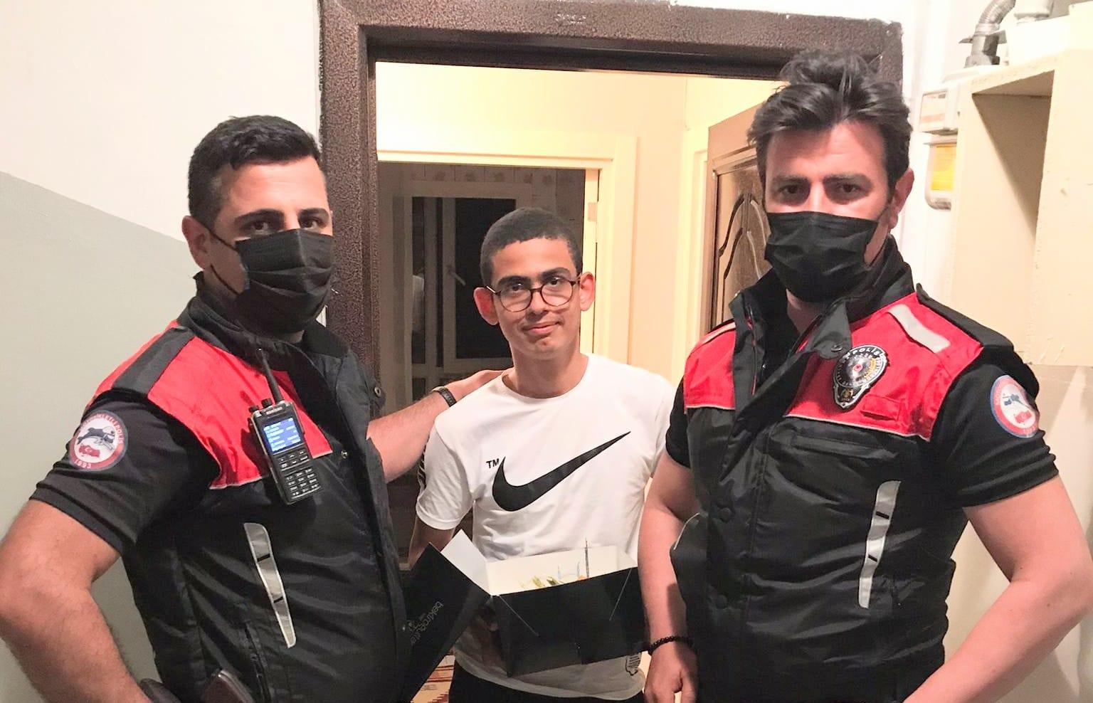 Güngören polisi 15 Temmuz Şehit evladına yaş günü süprizi yaptı