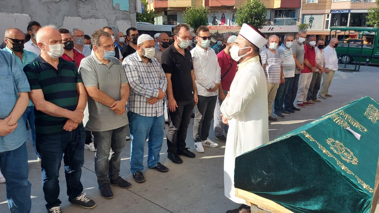 Hikmet Ömeroğlu, annesi Fatma Ömeroğlu'nu dualarla Hakka uğurladı