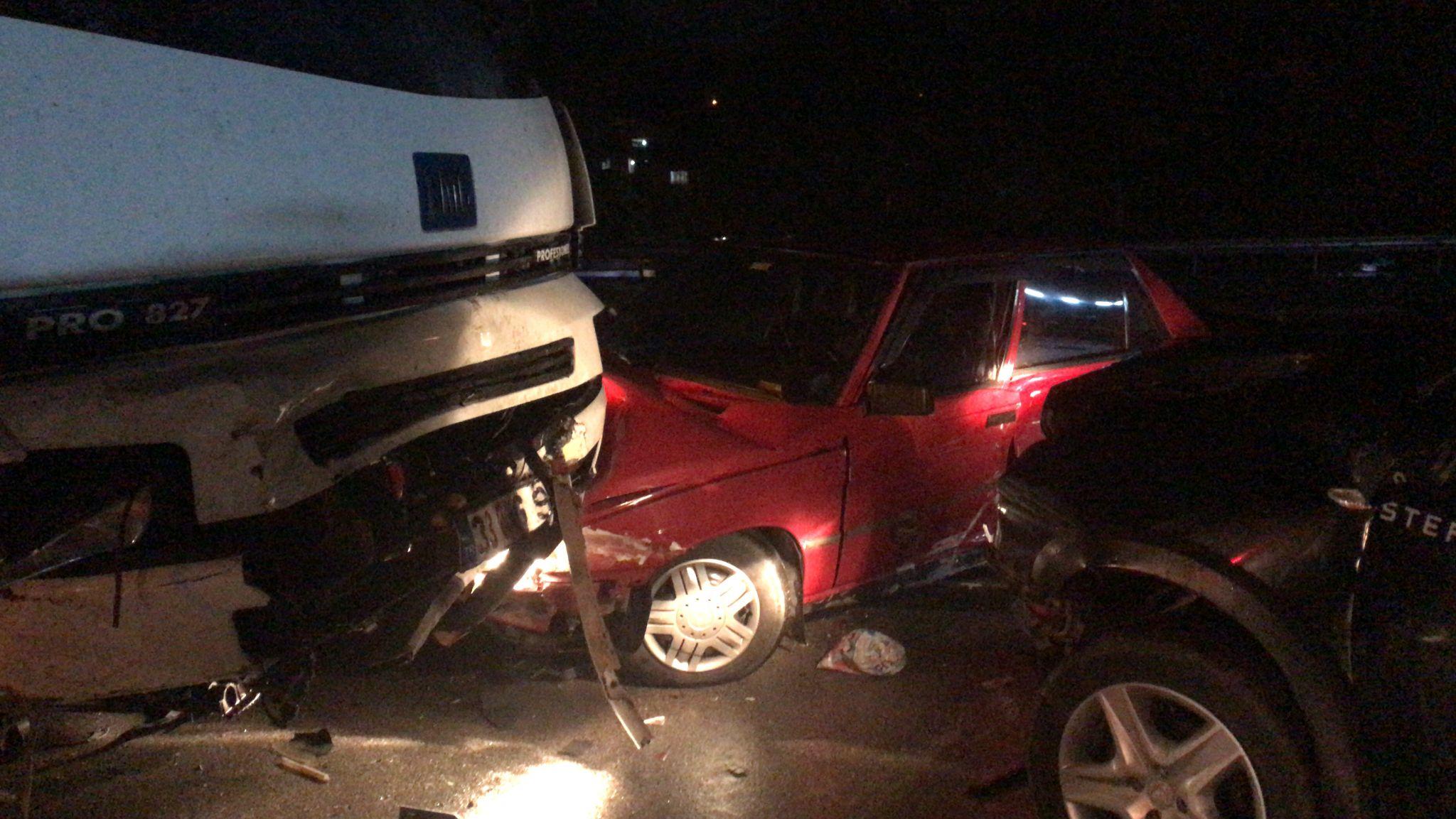 Sebze kamyonu Sapanca'da kaza yaptı, yaralılar var