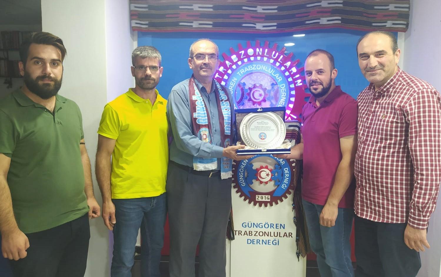Trabzon Gençliği, Akbaba Haber Ajansını Hizmet Plaketiyle onurladırdı