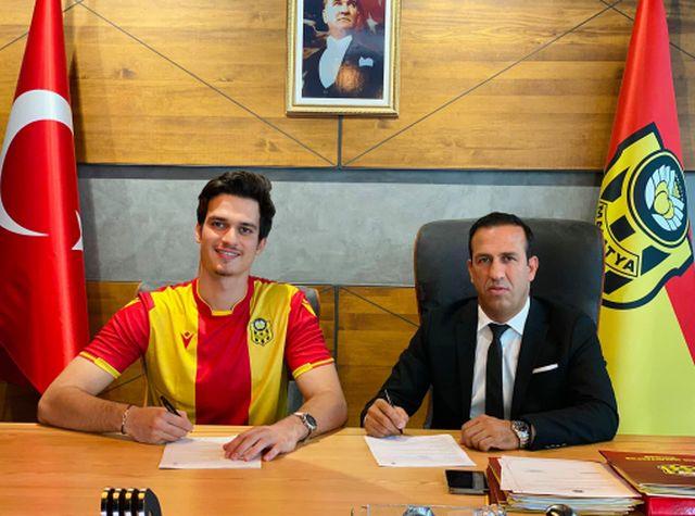 Ahmet Oytun Özdoğan Yeni Malatyaspor'a imza attı