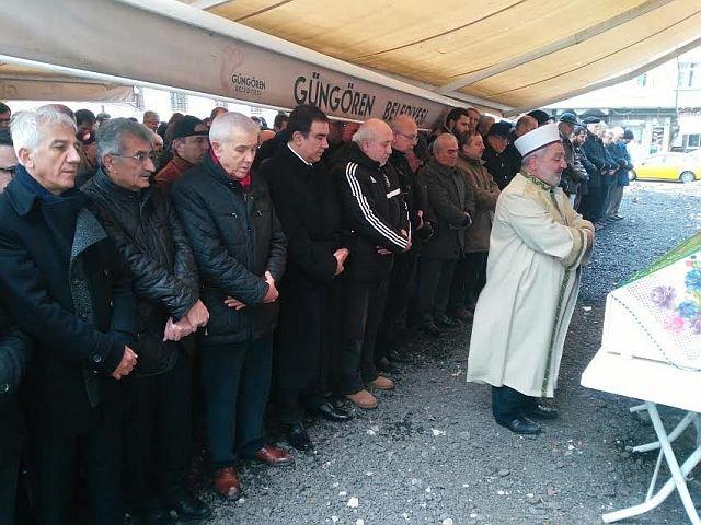 Ahmet Güzel annesi Hatice Güzel'i dualarla uğurladı