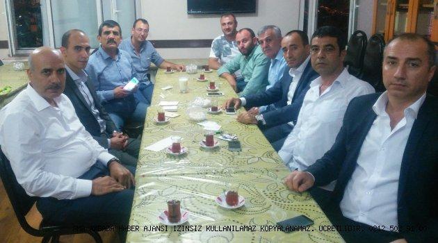 Erdem Karakoç; Genel başkanımızın açmış olduğu şemşiye yağmurdan koruyor