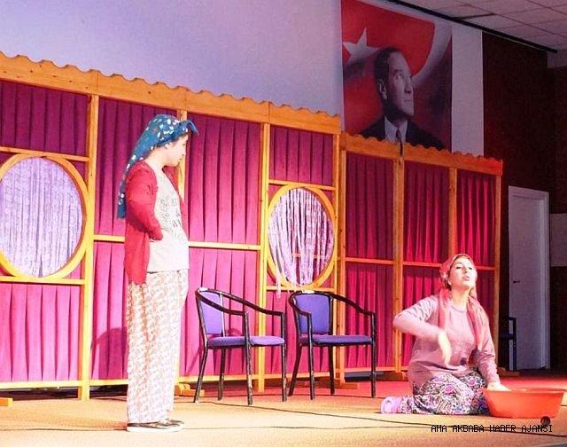 Havran Kocaseyit Tiyatrosu'nun İlk Gösterisini Sundu.