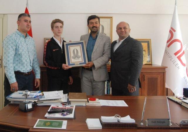 ÖNDER Başkanı Halit Bekiroğlu'ndan Şampiyon M.Talha Şen'i ağırladı